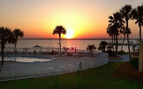 Quality Inn & Suites Gulf Breeze Fl