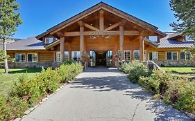 Headwaters Lodge And Cabins at Flagg Ranch