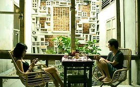 Mingle Petaling Street - Free Communal Dinner & Drink Activity Starts From 7Pm Everyday
