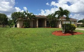 Villa Cape Coral Paradise, Vacation Home 4/2 Pool Jacuzzi Cape Coral Florida