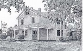 Plain And Fancy Bed And Breakfast Ironton Mo 2*