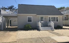 Brant Beach Oceanside 1St Floor Duplex 5 Houses From The Beach Close To Shops, Church And Resturants 118648