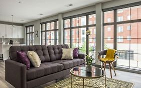 Beautiful Central Loft W Lots Of Natural Light