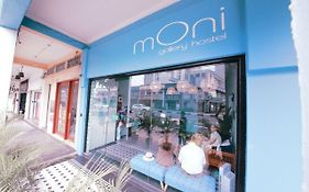 Moni Gallery Hostel Singapore