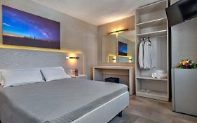 Halaris Rooms Syros