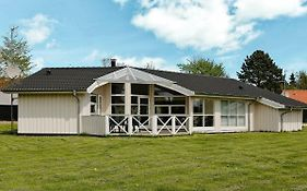Three-Bedroom Holiday Home In Gilleleje 6