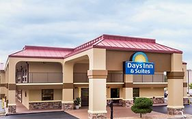 Days Inn & Suites By Wyndham Warner Robins Near Robins Afb photos Exterior