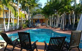 Beach Court Holiday Villas Airlie Beach
