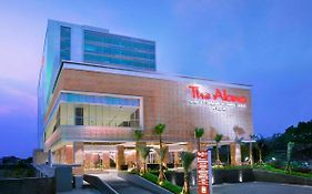 The Alana & Convention Center Solo By Aston 4*