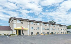 Super 8 Hotel Watertown Sd