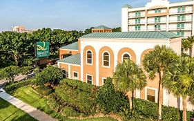 Quality Suites Near Orange County Convention Center Orlando Fl