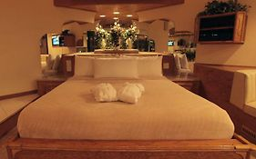 Sybaris Pool Suites Mequon Wi
