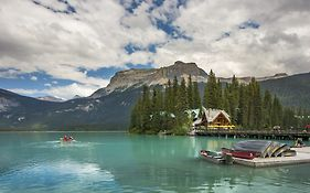 Emerald Lake Lodge Review