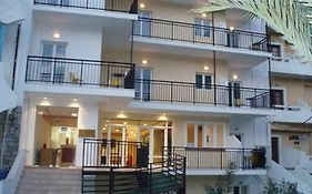 Haris Apartments 3*
