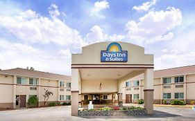Days Inn & Suites Bridgeport Clarksburg