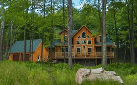 Big Log Lodge Four-Bedroom Holiday Home