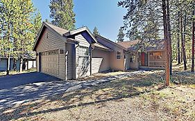 New Listing! Spacious Sunriver Haven W/ Hot Tub Home