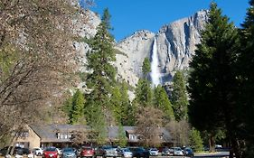Yosemite Lodge at Teh Falls
