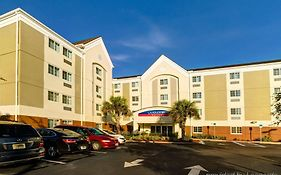Candlewood Suites Fort Myers i 75