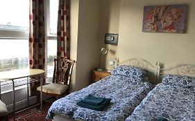 Bayside Guest House 3*