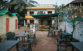 Rasta Mansion Beach Hostel And Rooms