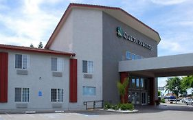 Comfort Inn And Suites Fresno 3*