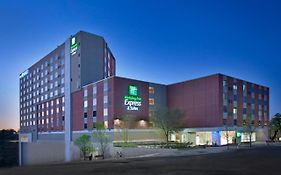 Holiday Inn Express & Suites Austin Downtown University