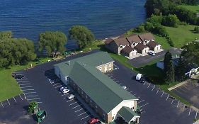 Econo Lodge on The Bay Menominee Mi