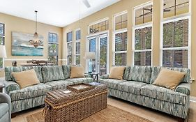 Gulf Haven - Professionally Decorated And Furnished - Take A Look!