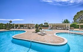 Desert Hot Springs Apt W/ Country Club Access