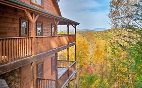 Pigeon Forge Area Cabin W/Mountain Views & Hot Tub