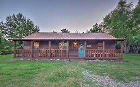 Starlight Cabin' In Broken Bow With Hot Tub!