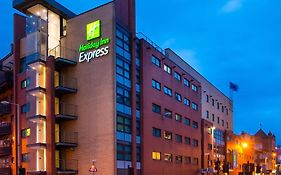 Holiday Inn Express Glasgow Riverside
