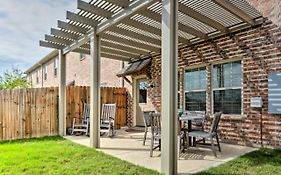 College Station Townhouse With Patio And Pool Access
