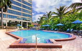 Holiday Inn Hotel Hialeah 3*