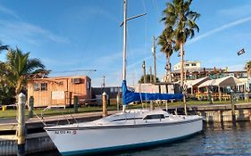 Sailboat Glamping In A Beautiful Marina By The Beach