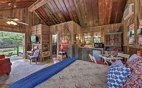 Snuggle Inn' Wimberley Cabin With Fire Pit&Deck
