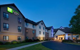 Holiday Inn Express Bradley International Airport