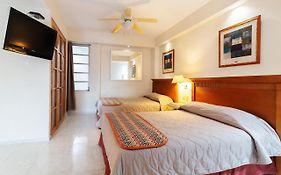 Hotel And Suites Nader Cancun