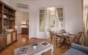 Neoclassical Apartment Close to Syntagma-Plaka by Ghh Αθήνα