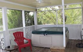 Kemah Escape Bed And Breakfast