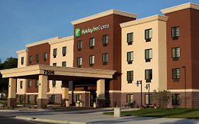 Holiday Inn Express & Suites Omaha South Ralston Arena