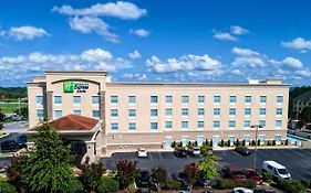 Holiday Inn Express & Suites Cookeville photos Exterior