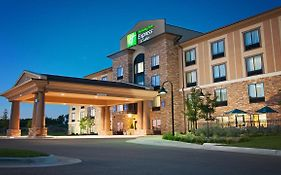 Holiday Inn Express & Suites Northeast Wichita
