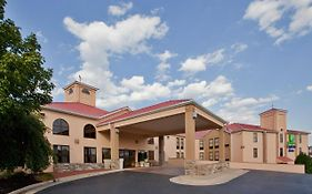 Holiday Inn Express Waynesboro