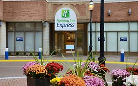 Holiday Inn Express 111 Lombard Street Toronto