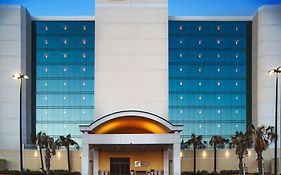 Holiday Inn Express va Beach Oceanfront