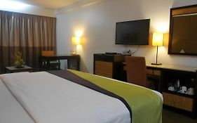 Circle Inn Hotel Bacolod