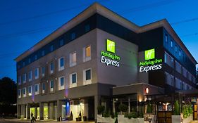 Holiday Inn Express London Wimbledon South 3*