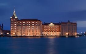 Hilton Molino Stucky Venice Booking